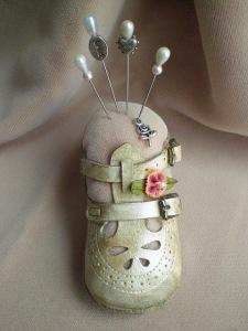 baby-shoe-pin-cushion