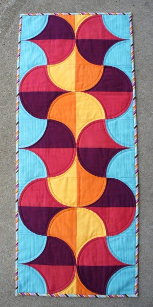sunrise table runner Pingel