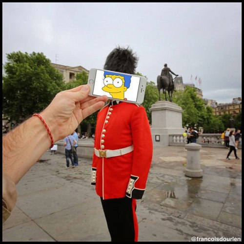 Marge-Simpson-as-British-Guard